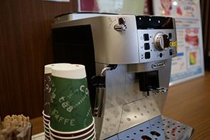 健診終了後、豆から挽く美味しいコーヒーがお飲みいただけます。