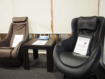 人間ドック専用待合室に簡易マッサージチェア2台導入しました。<br /> 診察までの待ち時間にご利用ください。